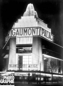 Cinéma Gaumont-Palace. Façade illuminée, 1931.