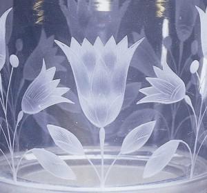 Seau à glace en verre avec des motifs égyptisants (fleurs de lotus). Conservé au Rijksmuseum.